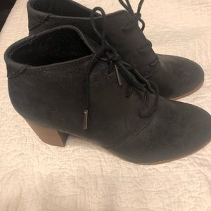 Toms lace up booties worn one time